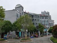西城锦湖 电梯10楼 三室二厅 128平 毛坯 98万 无税